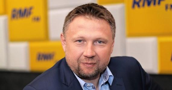 """""""Małgorzata Kidawa-Błońska jest nadal naszą kandydatką na prezydenta. Nic się nie zmieniło"""" – oświadczył Marcin Kierwiński, poseł Koalicji Obywatelskiej. Gość Popołudniowej rozmowy w RMF FM jest przekonany, że wybory prezydenckie 10 maja się nie odbędą. """"Nie da się ich zorganizować"""" – powtarzał, powołując się na wypowiedzi niektórych polityków i samorządowców. """"Dziś każdy odpowiedzialny polityk powinien powiedzieć bardzo jasno: ważniejsze jest zdrowie i życie Polaków, a nie wybory, nie interes partyjny"""" – stwierdził Kierwiński w rozmowie z dziennikarzem RMF FM Marcinem Zaborskim."""