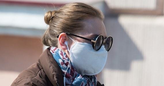 W tej chwili skala zachorowań nie jest tak duża, żebyśmy rekomendowali noszenie masek przez zwykłych obywateli - powiedział minister zdrowia Łukasz Szumowski.