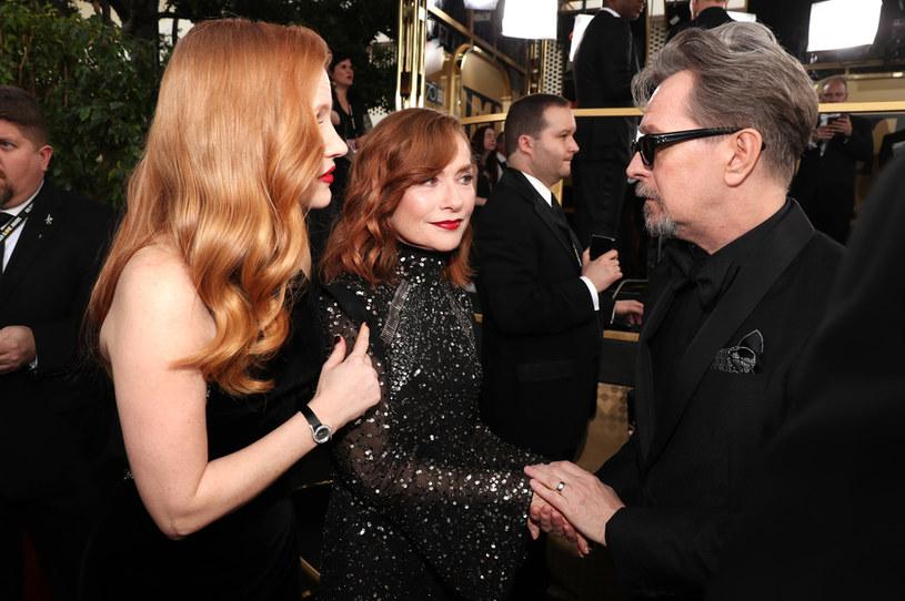 Jessica Chastain wyznała, że przed laty podkochiwała się w Garym Oldmanie w klipie, który zamieściła w niedzielę na Instagramie. Wyjawia w nim, z jakimi aktorami chciałaby spotkać się na planie. W filmiku, który sama stworzyła, pojawiają się wybrane sceny z ich udziałem, zestawione z ujęciami z filmów, w których grała Chastain. W efekcie wygląda to tak, jakby aktorka rzeczywiście wystąpiła razem ze swoimi ulubionymi gwiazdami.