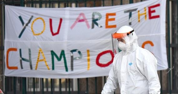 Blokady i rygorystyczne środki stosowane we Włoszech przez ostatnie dwa tygodnie powinny wkrótce doprowadzić do stabilizacji epidemii koronawirusa, ale konieczna będzie czujna obserwacja - powiedział ekspert Światowej Organizacji Zdrowia (WHO), Mike Ryan.