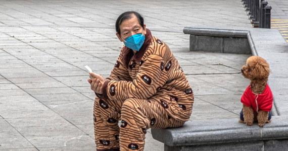 """Europa i świat mają powody, by wciąż bardzo dokładnie obserwować sytuację w Chinach - pisze na swojej stronie internetowej czasopismo """"Nature"""". Tym razem w nadziei, że płynące stamtąd dobre wieści o wygaszeniu epidemii koronawirusa nie ustąpią przed drugą falą zachorowań. Chiny łagodzą właśnie ograniczenia, które w Europie będą musiały obowiązywać jeszcze przez kilka tygodni lub nawet miesięcy. Doświadczenie z Chin może pomóc ocenić szanse na możliwie szybkie i bezpieczne zniesienie tych ograniczeń także w innych rejonach świata."""
