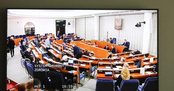 Podczas poniedziałkowego posiedzenia Senat zajmował się trzema ustawami wchodzącymi w skład tzw. tarczy antykryzysowej, która ma być odpowiedzią na kryzys wywołany epidemią koronawirusa.
