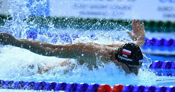 Jeden z naszych czołowych pływaków Konrad Czerniak na przełomie marca i kwietnia chciał walczyć o kwalifikację olimpijską i jest niemal pewny, że plan by się powiódł, bo czuł, że forma idzie w górę. Decyzję o przełożeniu igrzysk o 12 miesięcy uznaje jednak za jedyną właściwą. Jak trenuje bez możliwości korzystania z basenu? Co działoby się gdyby igrzyska rozegrano w pierwotnym terminie? Swoimi spostrzeżeniami podzielił się w rozmowie z RMF FM.