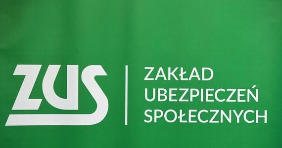 """""""Domagamy się umorzenia składek na ZUS co najmniej na pół roku"""" - takie hasła można było usłyszeć w Warszawie. Protestujący przedsiębiorcy przejechali z  Placu Teatralnego przed kancelarię premiera."""