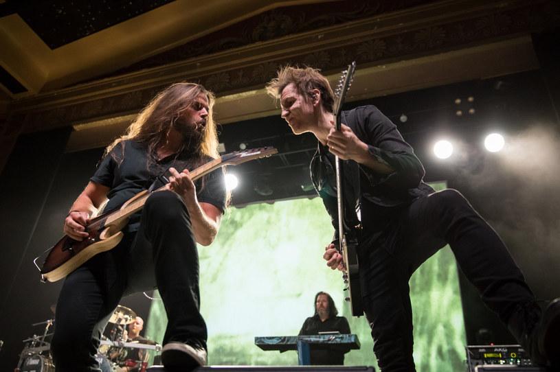 Szeregi szwedzkiej grupy Dark Tranquillity wzbogaciły się do dwóch nowych gitarzystów.