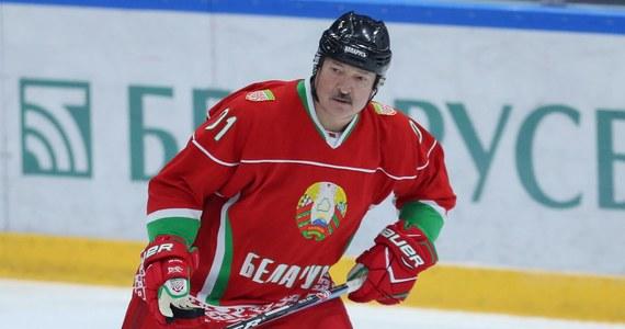 Prezydent Białorusi Aleksandr Łukaszenka potwierdził śmierć pierwszego pacjenta w kraju z powodu Covid-19. Według szefa państwa nie ma na razie powodów, by z przez epidemię przenosić wybory prezydenckie.