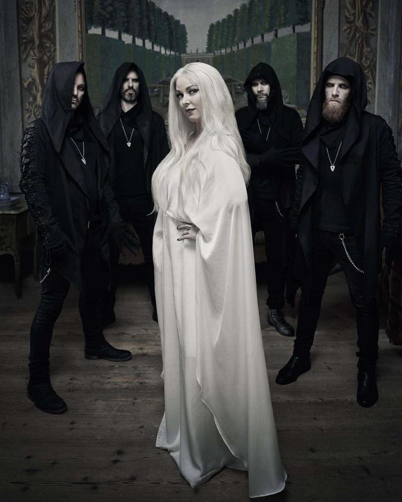 Formacja Dark Sarah z Finlandii podpisała nowy kontrakt i szykuje się do premiery czwartej płyty.