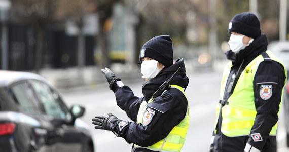Nowe restrykcje w Polsce. Na ulicach będzie więcej patroli policji - RMF 24