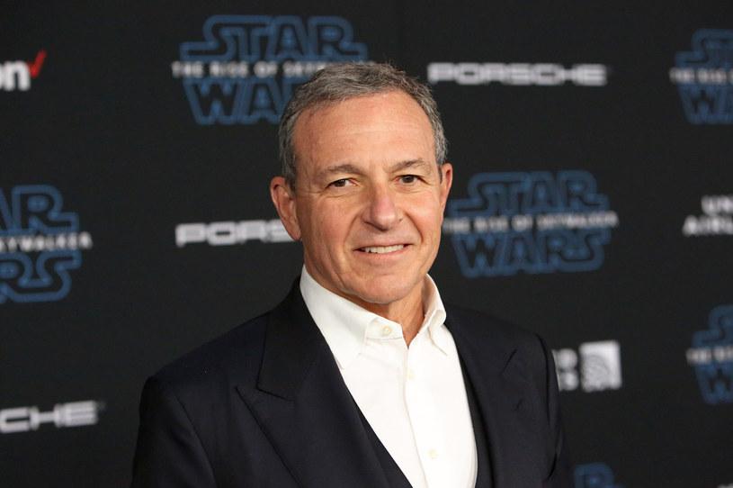 Trwająca pandemia koronawirusa sprawiła, że studio Disneya zanotowało spadek dochodów. To było nieuniknione w sytuacji, gdy kina pozostają zamknięte, a premiery nowych filmów przekładane są na późniejsze terminy. Żeby poprawić kondycję finansową koncernu, jego szefowie podjęli decyzję o obcięciu wynagrodzeń kadry menadżerskiej.