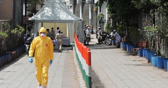 Mężczyzna z wioski w stanie Bihar, który zadzwonił na linię alarmową i poinformował o dwóch osobach unikających obowiązkowego badania na obecność koronawirusa, został pobity na śmierć. Aresztowano dwie osoby, w sprawie których dzwonił - podały indyjskie media, powołując się na policję.