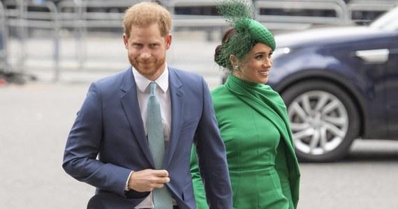 Książę Harry oraz księżna Meghan wraz z końcem marca oficjalnie przestali być wyższymi rangą członkami brytyjskiej rodziny królewskiej. To efekt porozumienia zawartego po ich niespodziewanej decyzji ze stycznia o tym, że chcą prowadzić bardziej prywatne życie.