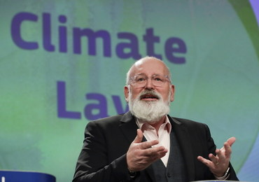 Timmermans: KE podtrzymuje plan zwiększenia celów redukcji emisji na 2030 rok