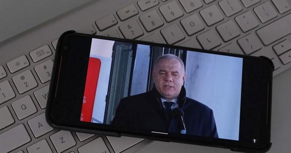 """""""Spekulacje medialne wziąłem za wypowiedź pana wicepremiera, która nie miała miejsca. Jarosław Gowin przepraszam!"""" - takimi słowami na Twitterze Jacek Sasin skomentował własne słowa, które padły podczas Porannej rozmowy w RMF FM. Według wicepremiera, szef Porozumienia miał zapowiadać, że będzie chciał wyjść z rządu, jeśli PiS będzie chciało przeprowadzić wybory w konstytucyjnym terminie."""