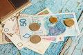 Rzecznik Finansowy: Wstrzymywanie zwrotu pieniędzy z zerwanej lokaty narusza prawo
