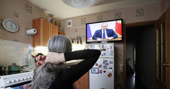Prezydent Rosji Władimir Putin poinformował, że dni wolne od pracy zostaną w Rosji przedłużone do końca kwietnia. Wcześniej obowiązywały one do 5 kwietnia. Putin wskazał, że szczyt epidemii koronawirusa w Rosji i na świecie jeszcze nie nastąpił.