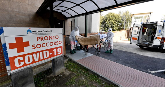 760 osób zakażonych koronawirusem zmarło we Włoszech w ciągu doby - poinformowały służby w Rzymie. Łączny bilans zgonów wzrósł do 13 915. Zanotowano ponad 4600 nowych przypadków koronawirusa. Oznacza to, że od początku pandemii we Włoszech wykryto 115 tysięcy infekcji.