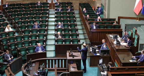 Posiedzenie Prezydium Sejmu, które miało odbyć się dzisiaj wieczorem, zostało przełożone na piątek, na godz. 9 - poinformował wicemarszałek Sejmu Włodzimierz Czarzasty. Według zapowiedzi, obrady Sejmu mają zostać wznowione o godzinie 10.