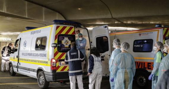 We Francji z powodu koronawirusa zmarło już blisko 5400 osób. Ponad 800 zgonów odnotowano w domach opieki.