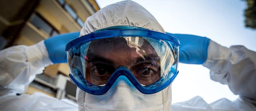 Liczba zakażonych koronawirusem na świecie przekroczyła milion - poinformował Uniwersytet Johna Hopkinsa. Francuskie władze poinformowały, że od początku pandemii w domach opieki zmarło 884 seniorów. Po uwzględnieniu tych danych liczba zgonów spowodowanych koronawirusem we Francji wzrosła do 5387. Komisja Europejska chce przeznaczyć 100 miliardów euro na walkę z koronawirusem. W Polsce patogen wykryto u 2946 osób - resort zdrowia w czwartek poinformował o 392 nowych przypadkach i 14 zgonach. Według statystyk ministerstwa, od początku pandemii w naszym kraju zmarło 57 osób.