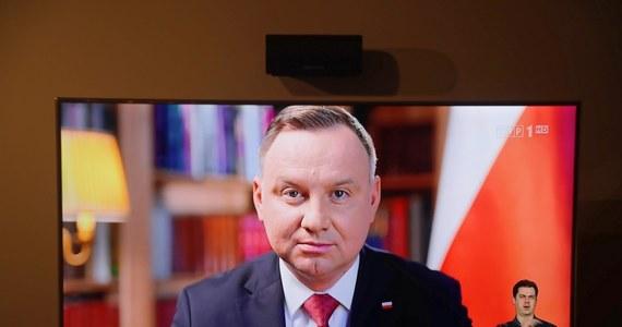 Wybory prezydenckie dopiero za dwa lata, a co za tym idzie przedłużenie kadencji obecnego prezydenta Andrzeja Dudy do 7 lat – to propozycja szefa Porozumienia Jarosława Gowina. Jak dowiedzieli się dziennikarze RMF FM, posłowie Gowina sondują w tej sprawie opozycję oraz PiS. Prezes Porozumienia nie zgadza się bowiem z najnowszym pomysłem PiS przeprowadzenia 10 maja wyborów prezydenckich korespondencyjnie.
