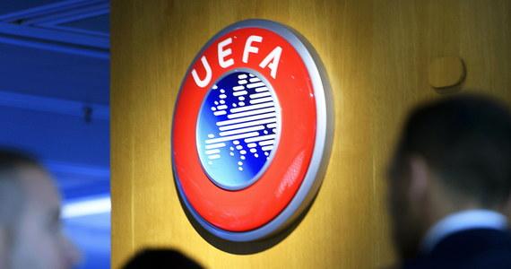 """UEFA jest zdeterminowana, aby piłkarscy mistrzowie krajów zostali wyłonieni na boisku nawet w sierpniu. Odradza definitywne odwoływanie rozgrywek przerwanych przez pandemię koronawirusa. """"Na tym etapie jest to nieuzasadnione"""" - podkreślono w specjalnym liście."""