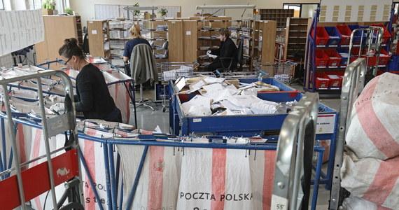 Nic nie wiemy o tym, żeby Poczta Polska szykowała się na przeprowadzenie ogólnopolskich wyborów korespondencyjnych - tak mówią związkowcy działający w tej firmie. Zarząd spółki odmawia komentarza. Natomiast wicepremier Jacek Sasin twierdzi, że Poczta Polska jest przygotowana do przeprowadzenia tego typu działań jak głosowanie korespondencyjne.