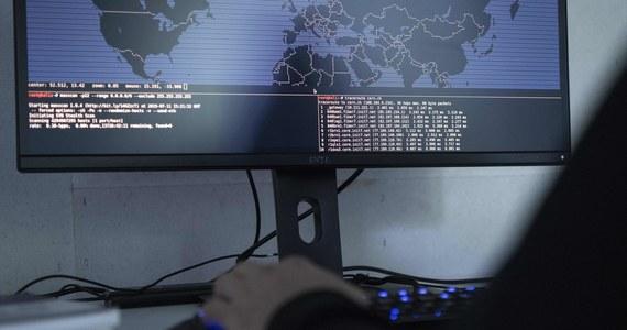 """W marcu anonimowi hakerzy w grupy """"Digital Revolution"""" opublikowali dokumenty o programie """"Fronton"""", nowej cyberboni rosyjskich służb. Wirus umożliwiłby stworzenie potężnej sieci urządzeń zdolnej nawet do sparaliżowania internetu w niewielkim kraju."""