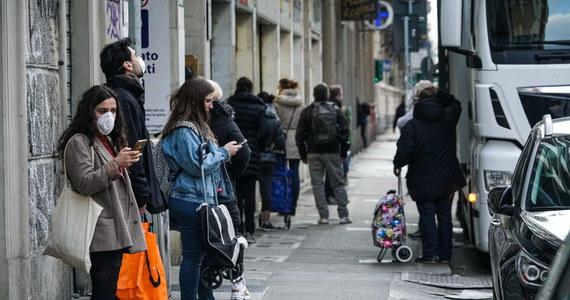 We Włoszech w ciągu doby zmarło 681 osób zakażonych koronawirusem. Tym samym łączny bilans zmarłych wzrósł do 15 362. Od piątku potwierdzono następnych 2800 przypadków zakażeń. Dotychczas w kraju zakaziło się 124 tys. osób.