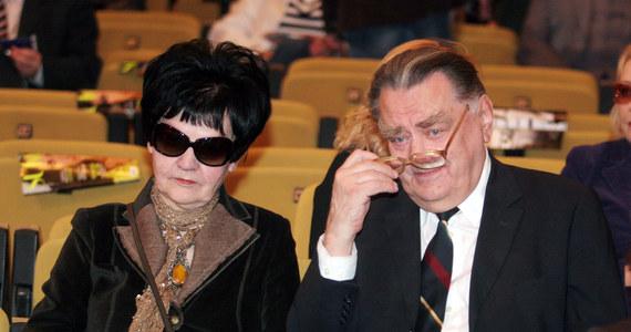 W niedzielę nad ranem zmarła Marta Olszewska, wdowa po nieżyjącym już byłym premierze Janie Olszewskim. Była dziennikarką i działaczką opozycji antykomunistycznej, odznaczoną przez prezydenta Lecha Kaczyńskiego Krzyżem Oficerskim Orderu Odrodzenia Polski.