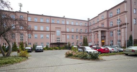W hotelu Raymont w Łodzi, należącym do Polskiego Holdingu Hotelowego, ruszyło kolejne izolatorium w kraju. Do izolatorium trafią osoby oczekujące na wynik testu na obecność koronawirusa oraz zakażeni, których stan nie wymaga hospitalizacji. Hotel na potrzeby izolatorium oddał 72 pokoje.