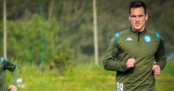 """Włoskie media od dłuższego czasu spekulują na temat odejścia Arkadiusza Milika. Niemal codziennie pojawiają się informacje o klubach rzekomo zainteresowanych transferem Polaka. Według """"Gazetta dello Sport"""" do tego grona dołączył AC Milan."""