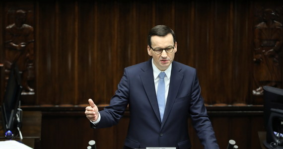"""""""Spodziewamy się, że szczyt zachorowań jest przed nami - gdzieś w maju, czerwcu. Na tym etapie rozwoju koronawirusa wiemy, że musimy być cały czas poddani ogromnej dyscyplinie"""" - mówił w Sejmie premier Mateusz Morawiecki."""