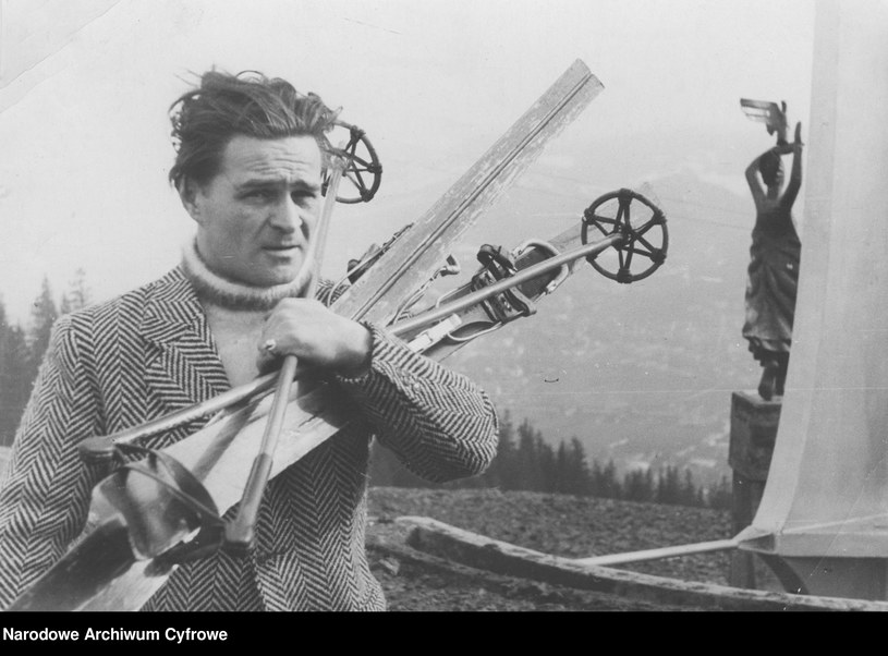 """Adolf Dymsza był jednym z największych przedwojennych gwiazdorów polskiego kina, teatru i kabaretu. Niezapomniany Dodek, który bawił miliony Polaków, ma też w swoim życiorysie mroczne karty. Podejmował kontrowersyjne decyzje. """"Za utrzymywanie zażyłych stosunków z Niemcami"""" po zakończeniu wojny odebrano mu prawo do wykonywania zawodu."""