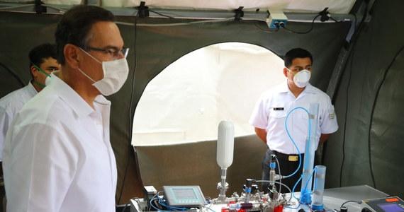 """Koronawirus wywołujący Covid-19 przeszedł mutację i w Wietnamie występuje w dwóch odmianach – informuje o doniesieniach wietnamskich naukowców na swoim portalu rządowa gazeta """"Viet Nam News""""."""