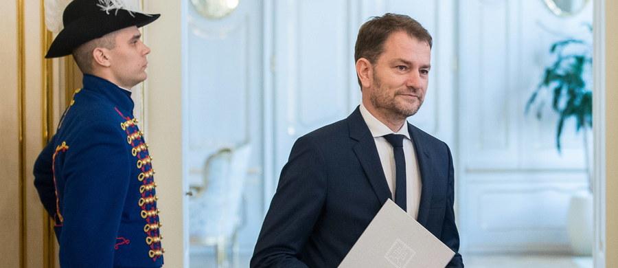 Rząd Słowacji wprowadził w związku z koronawirusem ograniczenie wychodzenia z domów na terenie całego kraju od środy do poniedziałku. Tym samym rozszerzony został stan wyjątkowy, który obowiązuje w służbie zdrowia i pozwala władzom na pełne dysponowanie personelem medycznym.