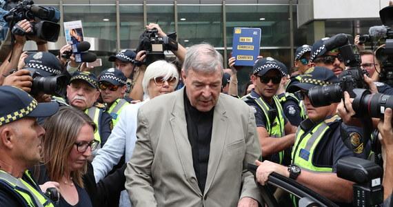Sąd Najwyższy Australii uchylił we wtorek wyrok skazujący kardynała George'a Pella na 6 lat więzienia za czyny pedofilii. Tym samym Sąd przyjął odwołanie złożone przez 78-latka. Po ponad roku w więzieniu ma wyjść na wolność.