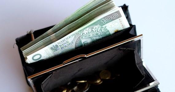 Będzie rozszerzenie zwolnienia z płacenia ZUS-u dla polskich firm. Nowe przepisy obejmą nawet firmy zatrudniające 49 osób. Ale będzie to tylko zwolnienie częściowe - dowiedzieli się dziennikarze RMF FM.