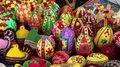 Co oznaczają barwy pisanek wielkanocnych? Czym zabarwić jajka w domu?