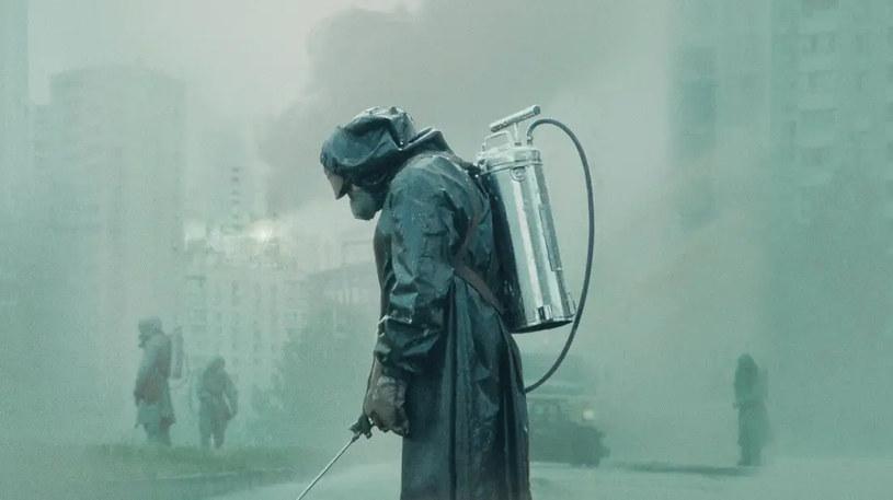"""Hiszpańska firma Peris Costumes, która przygotowała kostiumy do hitowego serialu HBO """"Czarnobyl"""", postanowiła oddać maski na twarz i inne zachowane rekwizyty w ręce osób, których starania przyczyniają się do zatrzymania rozprzestrzeniania się koronawirusa."""