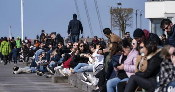 W Szwecji liczba ofiar śmiertelnych koronawirusa w ciągu doby wzrosła o 114 osób - do 591. Dotychczas potwierdzono 7693 przypadków Covid-19 - podał Urząd Zdrowia Publicznego. Do walki z pandemią rząd chce więcej władzy.