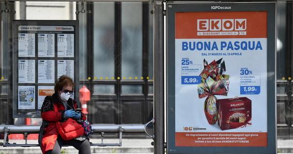 604 osoby zakażone koronawirusem zmarły w ciągu minionej doby we Włoszech - ogłosiła we wtorek Obrona Cywilna. Łączna liczba zgonów doszła do 17127. Od poniedziałku zakaziło się 880 osób, znacznie mniej niż ostatnio. Eksperci potwierdzają: jest spadek krzywej epidemii.