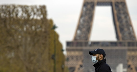 1417 osób zakażonych koronawirusem zmarło we Francji w ciągu ostatniej doby - poinformował dyrektor generalny ds. zdrowia Jerome Salomon. 597 zmarło w szpitalach, a 820 - w domach opieki nad seniorami. Łączna liczba ofiar śmiertelnych wynosi 10328.