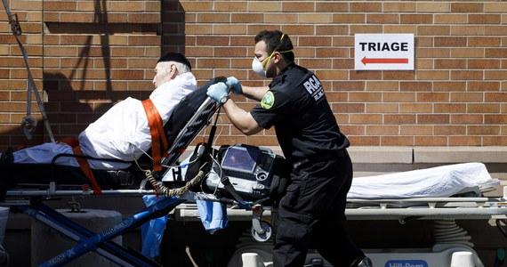 W stanie Nowy Jork przeważającą liczbę przypadków śmiertelnych w rezultacie powikłań na koronawirusa odnotowano wśród mężczyzn - twierdzi miejscowy departament zdrowia. Najbardziej narażone były na zgon osoby cierpiące na nadciśnienie i cukrzycę.