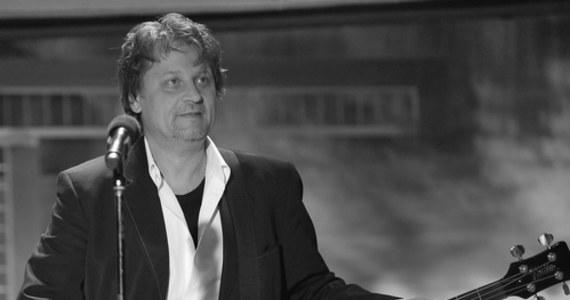 Nie żyje Andrzej Adamiak. 28 lutego skończył 60 lat. O śmierci lidera zespołu Rezerwat poinformował na oficjalnym profilu grupy syn wokalisty, Bartosz Adamiak.