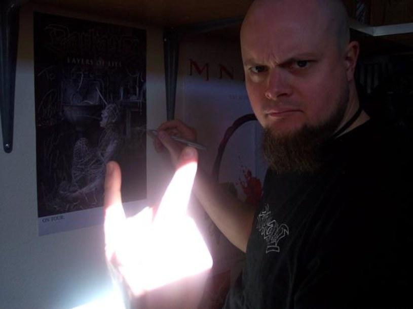 W czasach koronawirusowej izolacji Christofer Malmström, gitarzysta szwedzkiej formacji Darkane, sięgnął po klasyk Slayera, a do jego wykonania zaangażował córkę Amandę.
