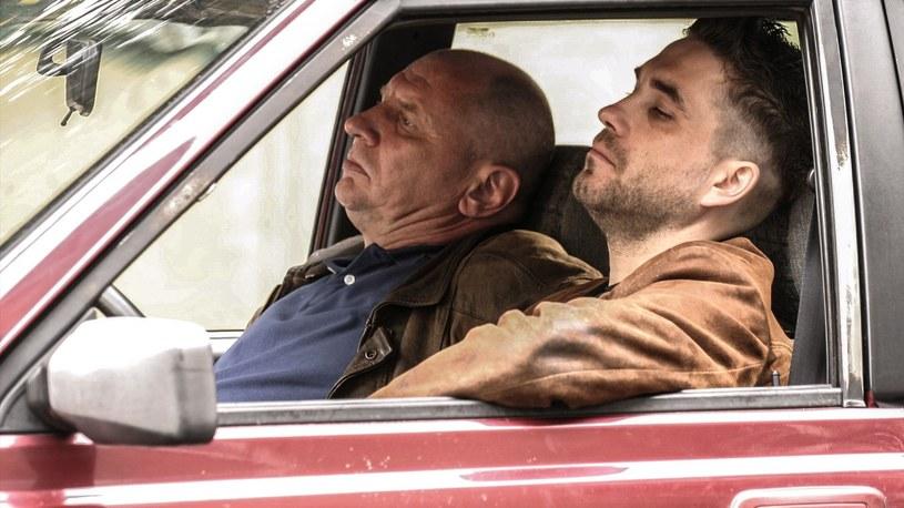 """W czwartek, 9 kwietnia 2020, mija dokładnie 15 lat od premiery reżyserskiego debiutu Patryka Vegi """"Pitbull"""". Opowieść o pięciu policjantach z wydziału zabójstw okazała się artystycznym sukcesem, sam film zyskał zaś status dzieła kultowego."""