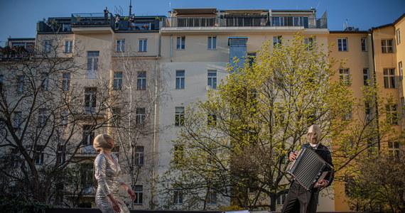 """Minister zdrowia Adam Vojtiech stwierdził, że w Czechach udało się powstrzymać niekontrolowane rozprzestrzenianie się koronawirusa, a kraj może zacząć przygotowywać się na powrót do normalnego funkcjonowania. """"Jak dotąd Republika Czeska zapobiegła najgorszemu"""" - ocenił Vojtiech podczas konferencji prasowej."""
