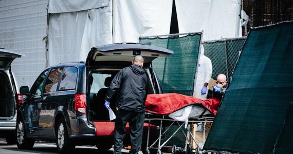 Gubernator Nowego Jorku Andrew Cuomo poinformował, że tym stanie w ciągu ostatniej doby z powodu Covid-19 zmarło 779 osób. To najwyższy dotąd dobowy bilans zgonów spowodowanych koronawirusem w tym stanie.