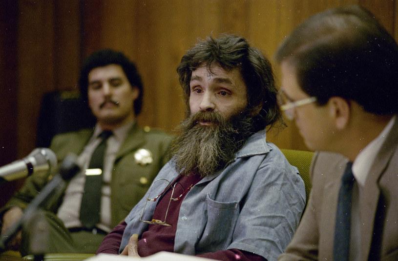 """""""Rodzina"""" Charlesa Mansona i popełnione przez nią morderstwa stanowią nieprzerwaną inspirację dla twórców. Tylko w zeszłym roku postać tego bandyty pojawiła się w filmie Quentina Tarantino """"Pewnego razu... w Hollywood"""" oraz w jednym z odcinków popularnego serialu Netfliksa """"Mindhunter"""". Jak donosi portal """"Deadline"""", 14 czerwca tego roku na antenie stacji Epix zadebiutuje sześcioodcinkowy serial dokumentalny zatytułowany """"Helter Skelter""""."""