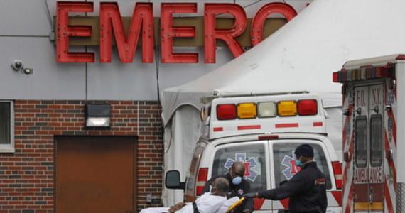 799 zmarło wskutek koronawirusa w stanie Nowy Jork w ciągu ostatniej doby - poinformował gubernator Andrew Cuomo. To największy dobowy przyrost zgonów w tym stanie od początku pandemii.